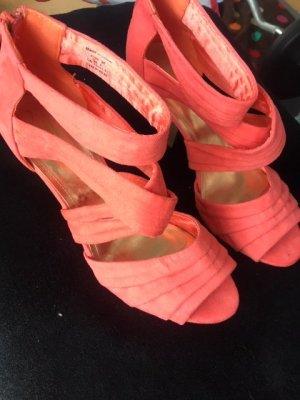Sandale mit Plateu in trendiger Sommerfarbe
