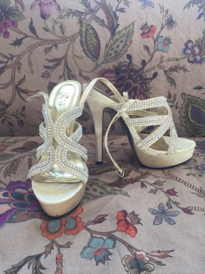 High-Heeled Sandals cream