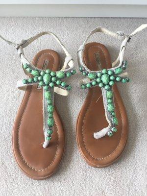 Sandale von Buffalo mit Steinen