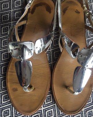 Sandalias con talón descubierto color plata Cuero