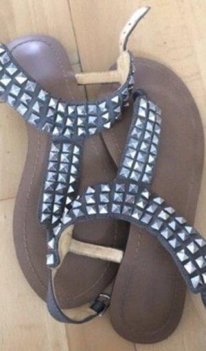 Buffalo London Toe-Post sandals khaki-silver-colored