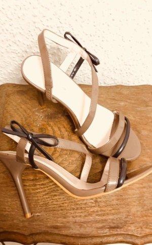 Sandalo con cinturino e tacco alto nero-marrone-grigio