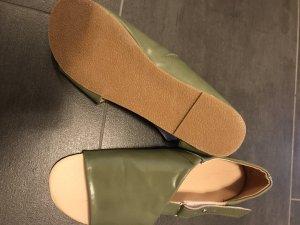 Sandalias cómodas gris verdoso