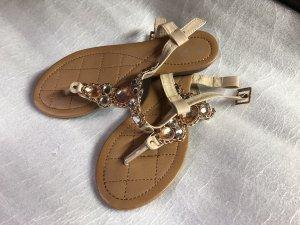 Sandalo toe-post crema