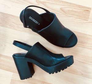 Sandalen aus Lederimitat mit Absatz