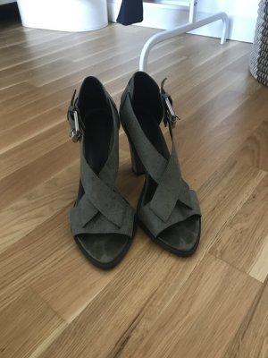 Sandalen aus rustikalem Leder