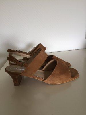 Sandalen aus Wildleder in Cognac