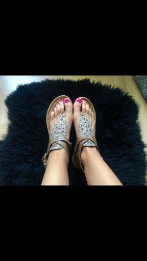 Sandalen besetzt mit Nieten