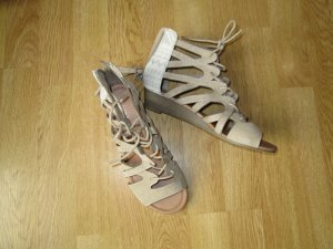 Sandalen bis über die Knöchel