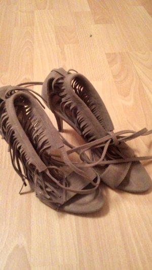 Sandalen extravagant mit Riemchen und Fransen