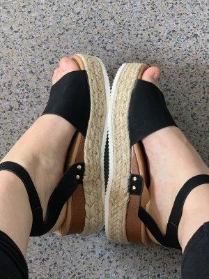 Sandalo con plateau nero