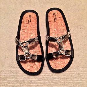 Sandalen für den Sommer mit Schmucksteinen