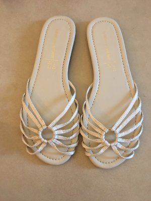 Sandalo con cinturino e tacco alto crema