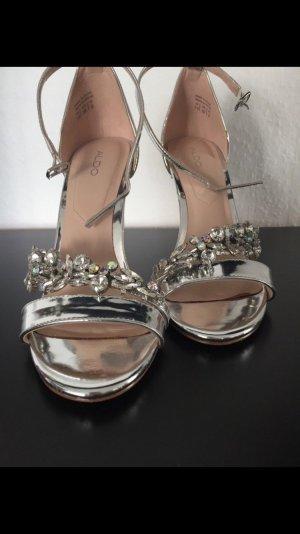 Sandalen / High Heels / Brautschuhe