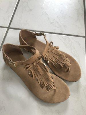 Sandalen im Fransen-Look