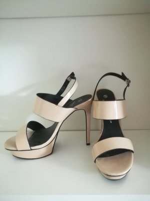 Sandalen in beige / nude