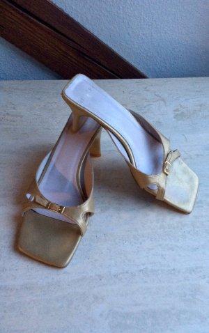 Sandalen in Gold von Unisa