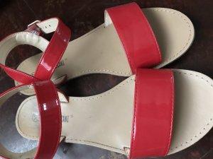 Sandalen in knallrot