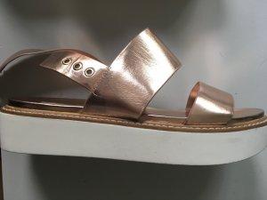 Sandalen in Kupfer, 37, von Stradivarius - wie neu!