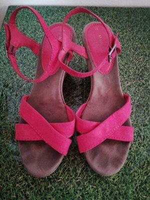 Sandalen in sommerlicher Farbe