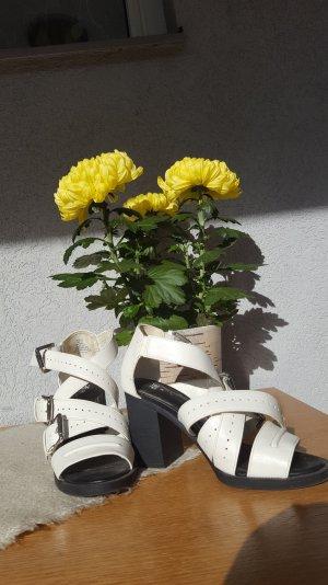 Sandalen in weiß/schwarz