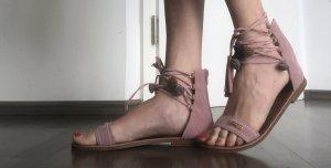 Sandales à lanière or rose