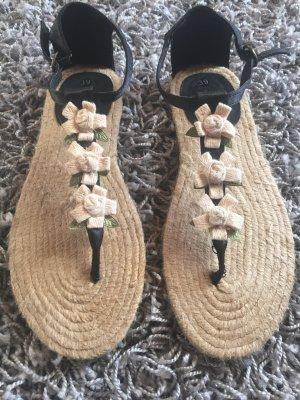 Sandalen mit Blumen NEU