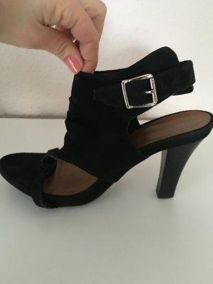 Sandalen mit breitem Riemen