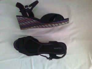Sandalen mit buntem Bast-Absatz