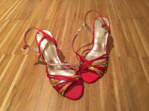 Sandalen mit bunten Riemchen