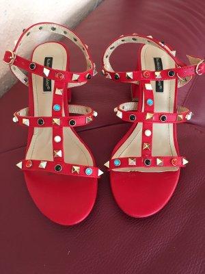 Sandalo con cinturino rosso