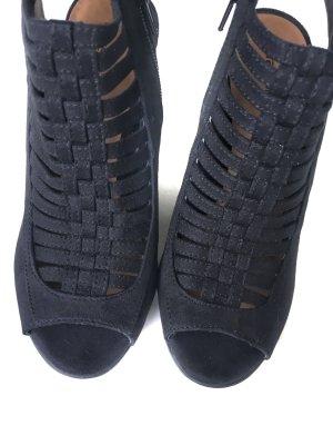 Sandalen mit Cut Outs *neu*