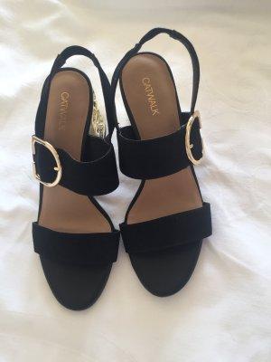 Sandalen mit Goldabsatz