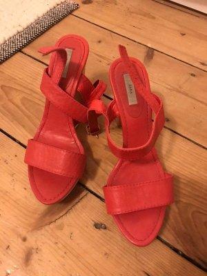 Sandalen mit Holzabsatz Zara