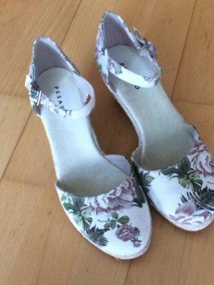 Sandalen mit Keilabsatz 38