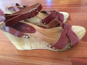 Sandalen mit Keilabsatz aus Holz