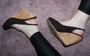 • Sandalen mit Keilabsatz
