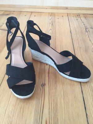 Sandalen mit Keilabsatz, einmal getragen