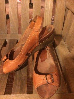 Sandalo alto con plateau cognac