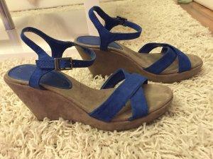Sandalen mit Keilabsatz in grau und blau