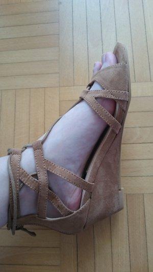 Sandalen mit Keilabsatz Neu