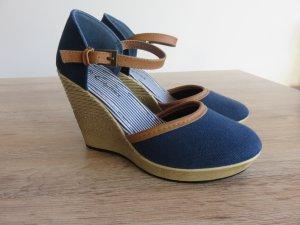 Sandalo con cinturino e tacco alto blu