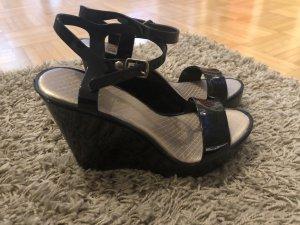 Sandalen mit Lackoptik