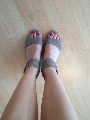 Sandalen mit leichtem Absatz, Farbe: beige, Gr. 38