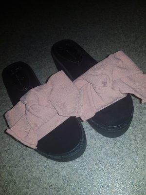 sandalen mit rosa schleife