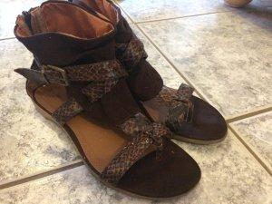 Sandalen mit Schlangenmusteroptik