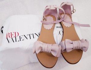 Sandalen mit Schleife und Knöchelriemen