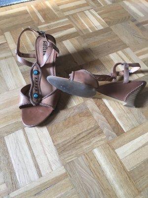 Sandalen mit Schmuckverzierung