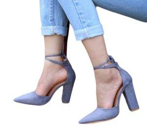 Sandalen mit Schnüren, grau