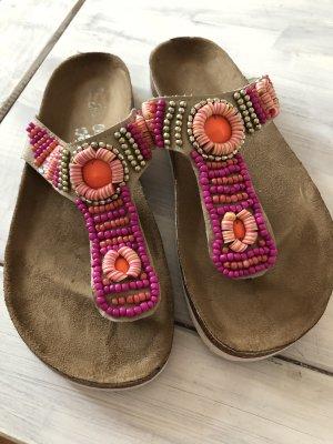 Sandalen mit Stickereien neu